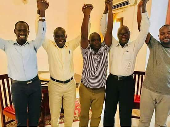 Leader of the Progressive Democrats Nyarji Roman (L) raise hand with unidentified members of the SPLM-IO in Khartoum (File photo)