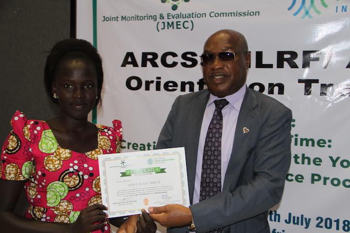 JMEC Deputy Chairperson Ambassador Lt. Gen. Augostino Njoroge presents a certificate to a participant.(Photo: PIC/JMEC)
