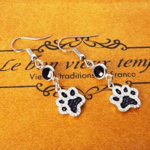キラキラ光る肉球モチーフのフックピアス シルバー925 ジルコン ガラス(ブラック) 猫好き 犬好き