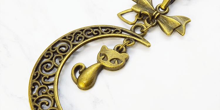 アンティークカラーの猫と透かし三日月の大人可愛いネックレス ムーン アンティーク 真鍮古美
