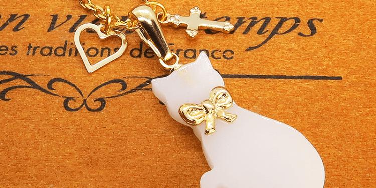 白猫シルエットモチーフとハート・ロザリオの大人可愛いネックレス