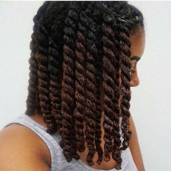 hydratation et démeler les cheveux crépus pour enlever les nœuds