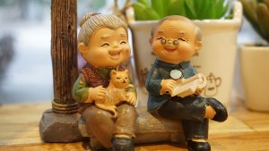 Figurines - two elderly people sitting and laughing