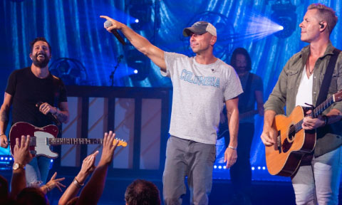 Kenny Chesney surprised Old Dominion and Fans, Photo By Mason Allen