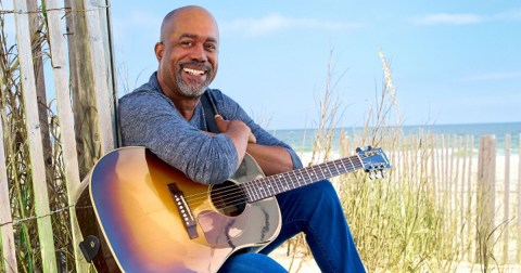 "Darius Rucker earns #1 with ""Beers And Sunshine"""