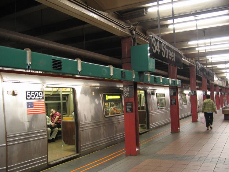 (58k, 750x562)<br><b>Country:</b> United States<br><b>City:</b> New York<br><b>System:</b> New York City Transit<br><b>Line:</b> BMT Broadway Line<br><b>Location:</b> 34th Street/Herald Square <br><b>Car:</b> R-46 (Pullman-Standard, 1974-75) 5529 <br><b>Photo by:</b> Robbie Rosenfeld<br><b>Date:</b> 5/2005<br><b>Artwork:</b> <i>REACH New York, An Urban Musical Instrument</i>, Christopher Janney (1996).<br><b>Viewed (this week/total):</b> 5 / 6714