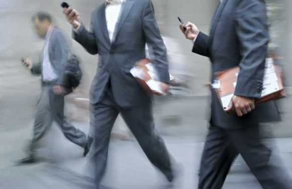 cell-phone-walking