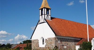 Fyrretræstagspån på Låsby kirke lige efter montage.