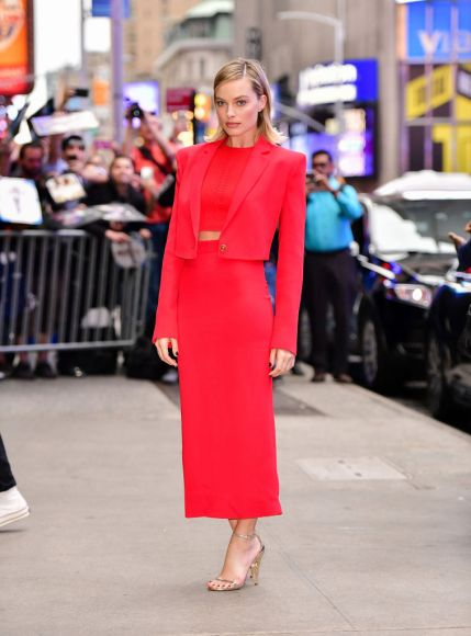 "NEW YORK, NY - OCTOBER 11:  Margot Robbie arrives to ABC's ""Good Morning America"" in Times Square on October 11, 2017 in New York City.  (Photo by James Devaney/GC Images)"