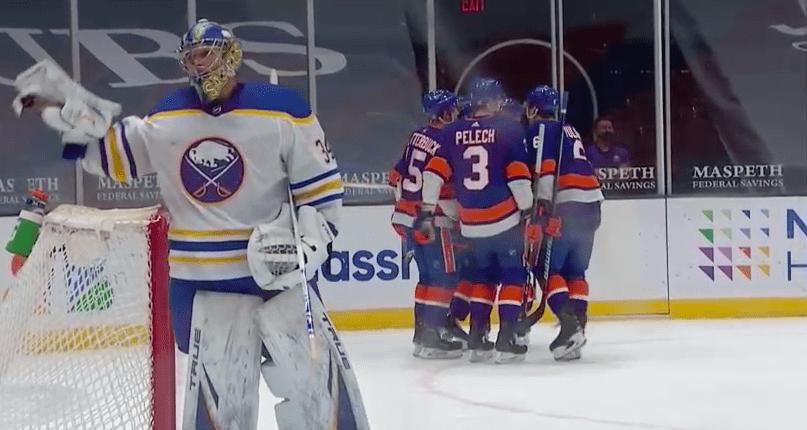 Islanders sweep Sabres