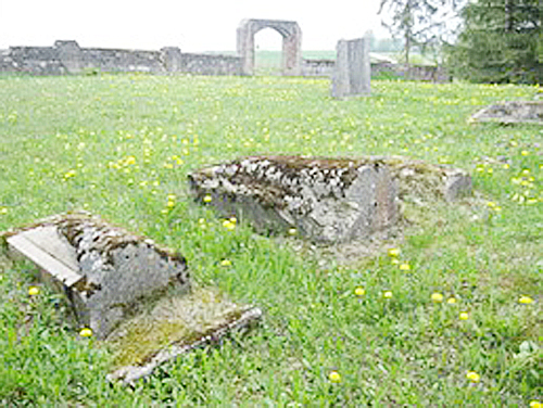 Naujosiose Kavarsko žydų kapinėse atkastas antkapis atskleidė savo istoriją.