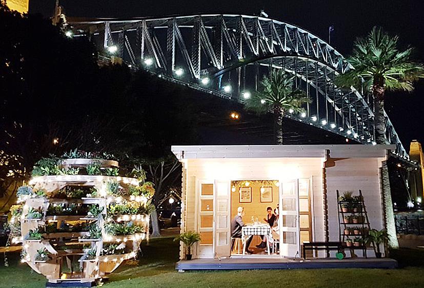 "UAB ""Galanis"" namelis Australijoje, prie ""Harbour Bridge"" tilto."