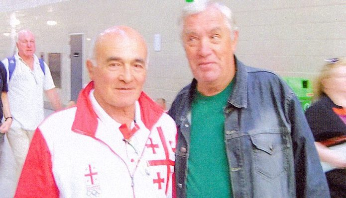 Jonas Pajarskas su keturiskart pasaulio čempionu ir Mechiko 1968 metų olimpinių žaidinių čempionu gruzinu Romanu Rurua.