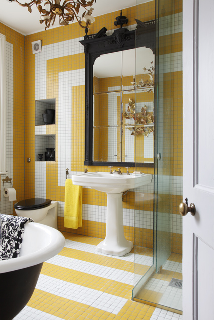A bold yet traditional bathroom.