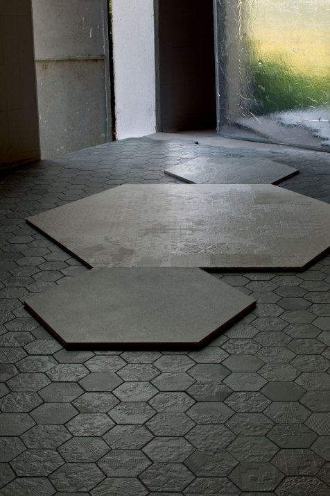 dechirer floor tiles