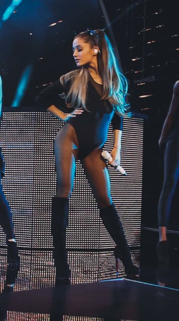 Pantyhose ariana grande Ariana Grande