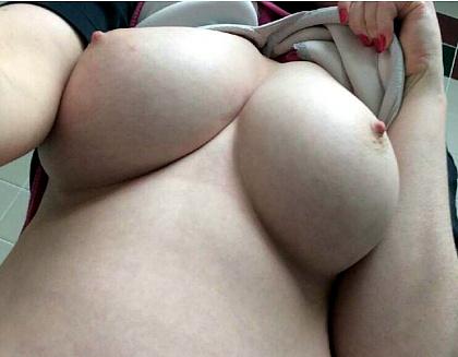 Больная, красивая грудь