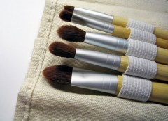 Ladies and gentlemen, when was the last time you washed the makeup brushes and pillow case? Most experts advise to do this weekly to keep the skin clean and break-out free. (Clean your makeup brushes with Lauren Conrad here.) On that note, stick to a silk or satin pillow cases to prevent fine lines on the face! ;)
