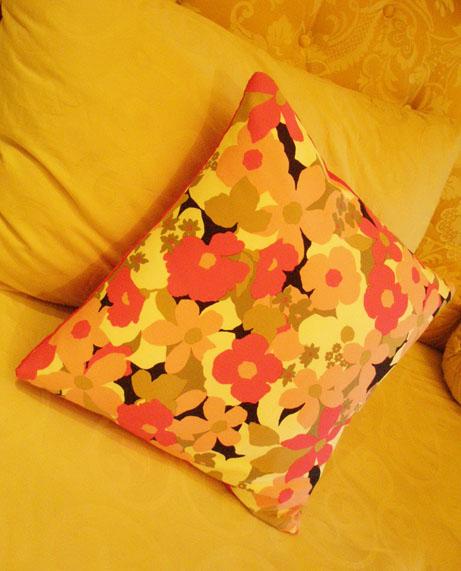 Cushion Pink Bunga