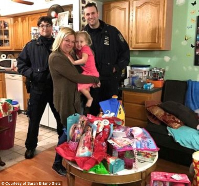 Kind Hearted NYPD Officers Have Restored Familys Faith In People After Replacing A Four Year Old Girls Stolen Birthday Gifts