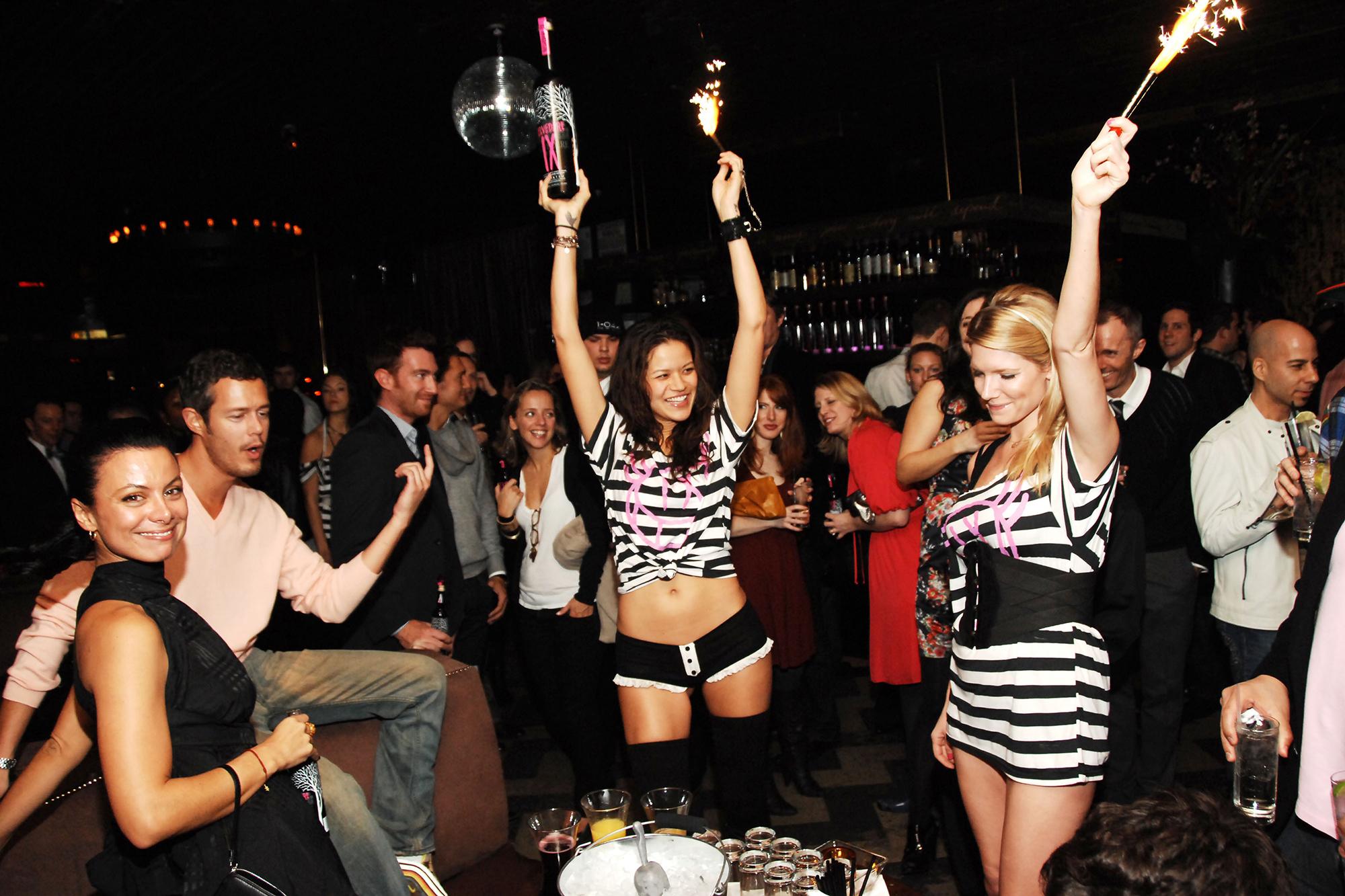 Работа девушка модель в ночной клуб работа девушке моделью стерлитамак