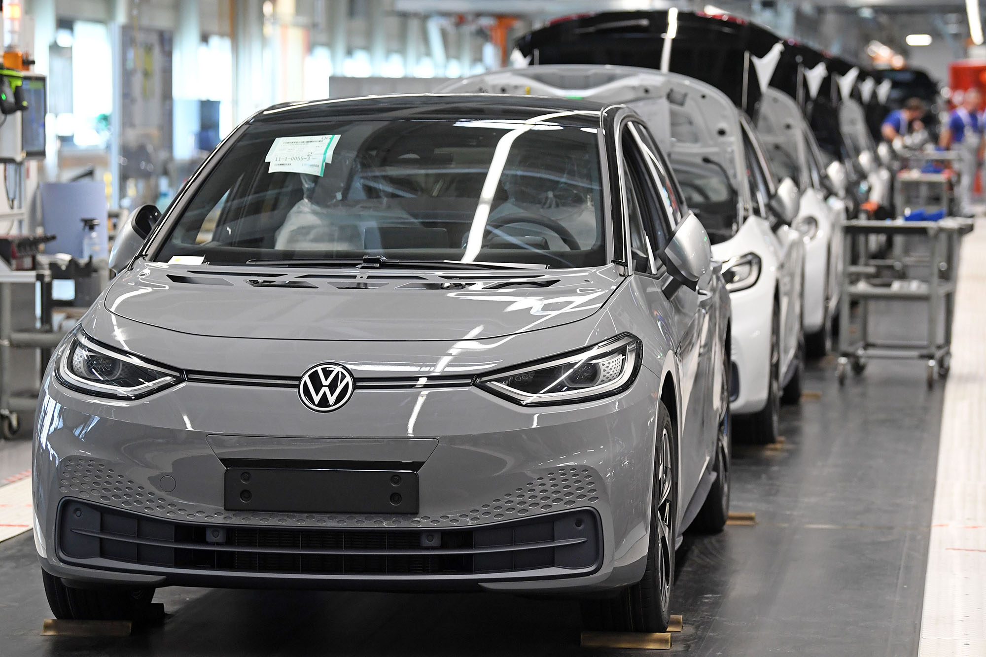 Volkswagen Electric Car Gets Poor Review From German Magazine