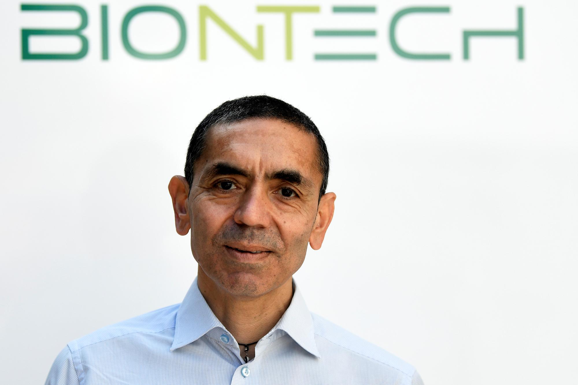 BioNTech évoque un retour à la normale dans un an