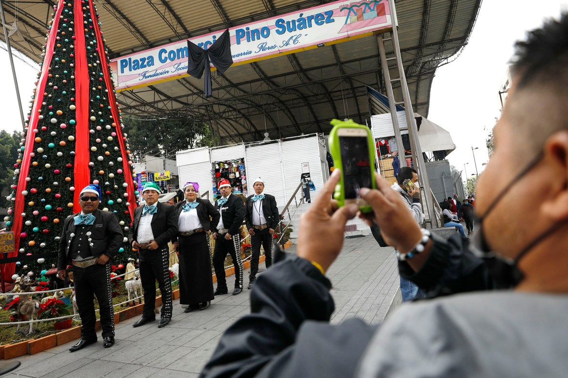 Mexico urging citizens to cancel Christmas celebrations amid COVID-19 surge 1