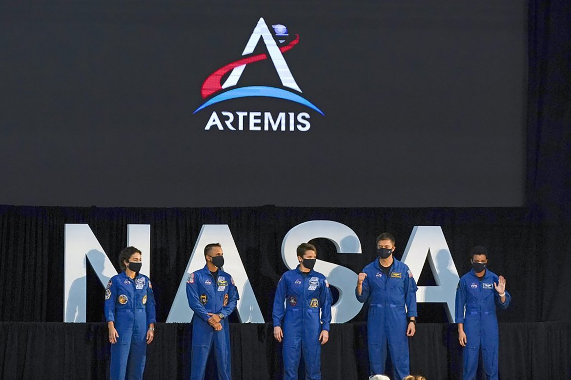 NASA announces astronauts prepping for first moon landing since 1972 1