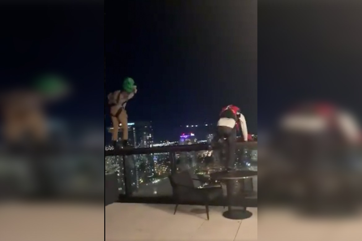 Wild video shows two men BASE jumping from rooftop bar in Nashville 1