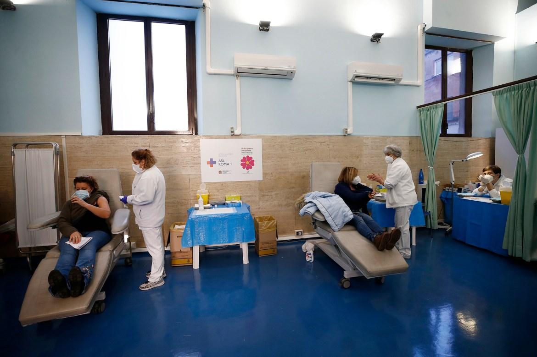 COVID-19 vaccine delays could threaten economic recovery 1