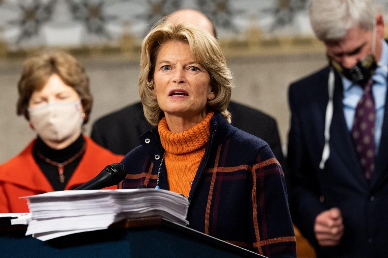 GOP Sen. Lisa Murkowski calls on Trump to resign: 'I want him out' 1