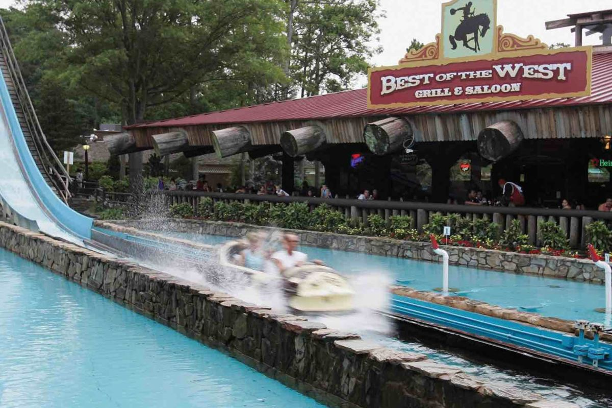 Nj Six Flags Great Adventure Ride Malfunctions Injuring Two