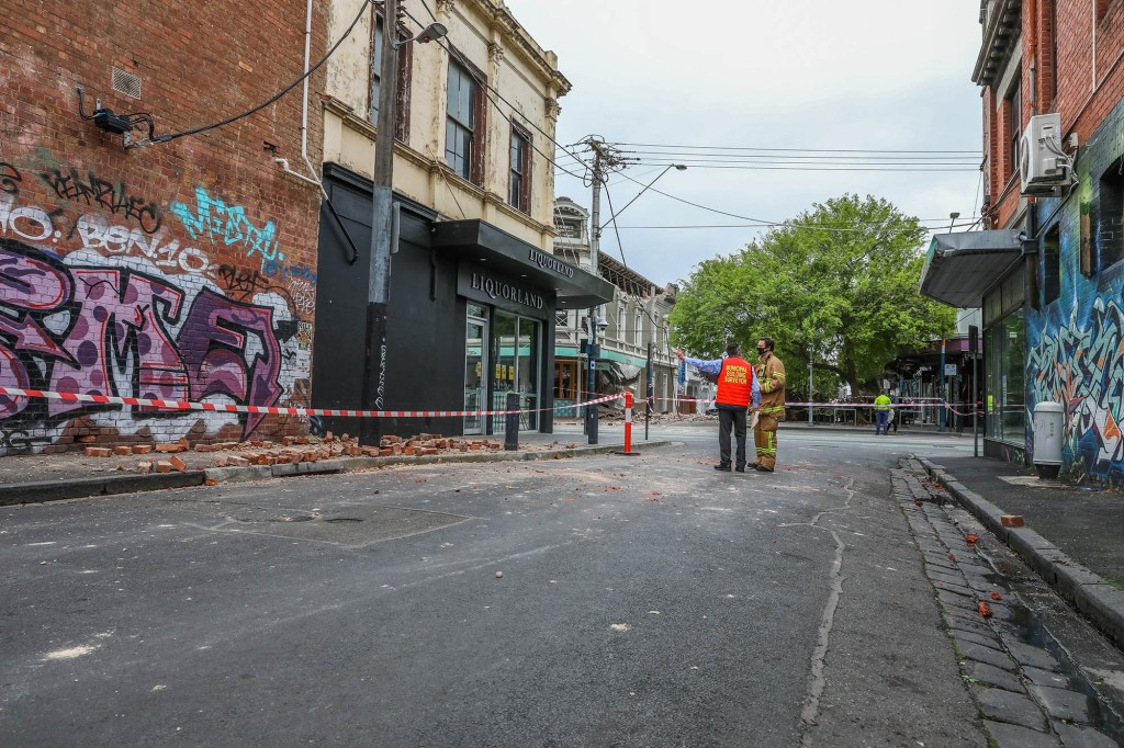 Australian residents avoided serious injury from the earthquake while emergency workers tended to damaged buildings.