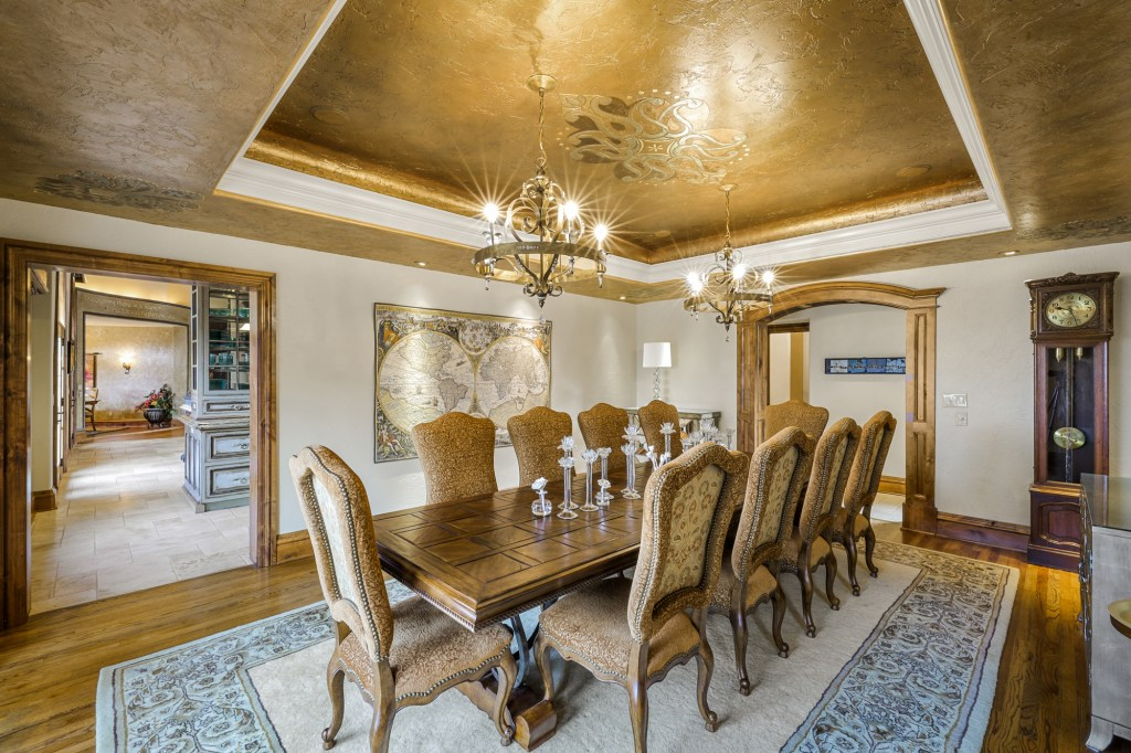 The dining room is finished with gold leaf.