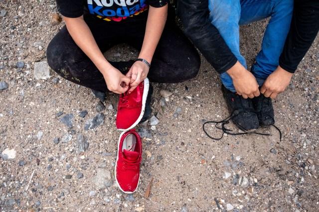 shoelaces US mexico border