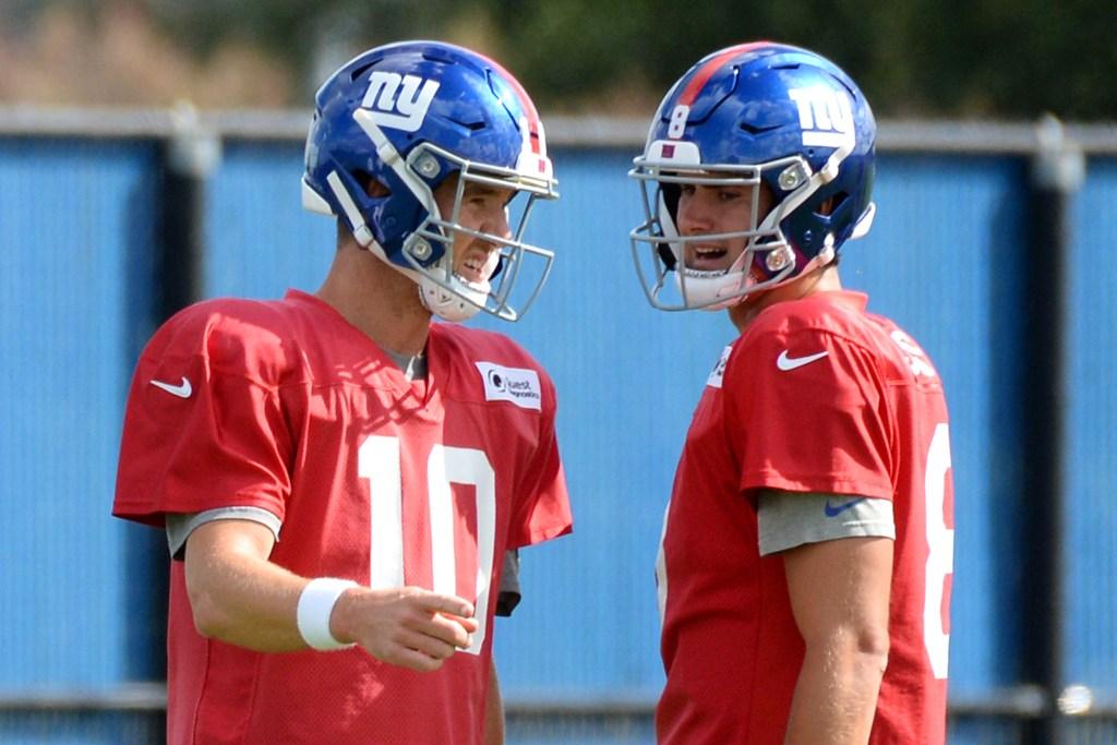 Eli Manning (left) and Daniel Jones at Giants practice in 2019.