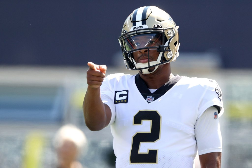 Quarterback Jameis Winston #2 of the New Orleans Saints warms up