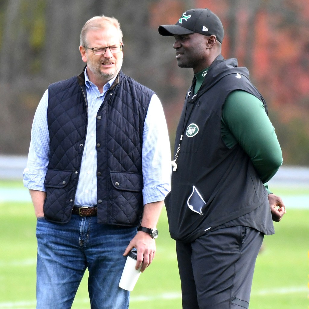 Mike Maccagnan (left) and Todd Bowles at Jets practice in 2018.