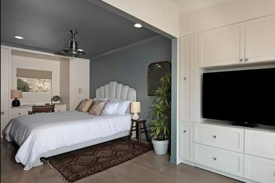 A second of the three bedrooms in DiCaprio's longtime Malibu homes is pictured.