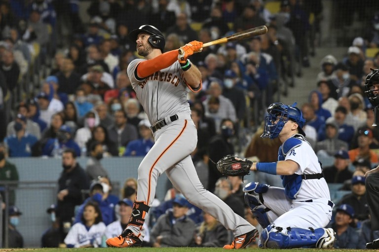 Longoria, Giants top Dodgers to grab series lead
