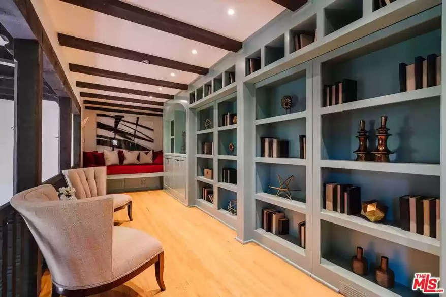 Above the great room is a loft library with built-in shelving.