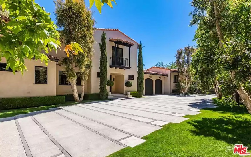 This is the first time the property has been on the market since Timberlake bought it in 2002 for $8.2 million.