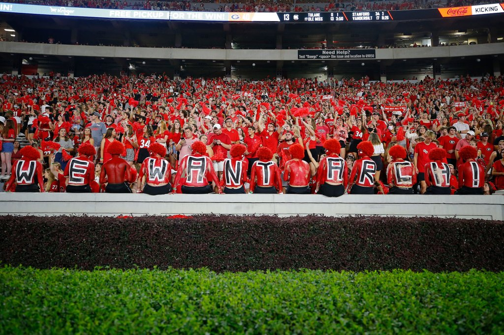 Georgia Bulldogs fans show their support for recruiting Arch Manning