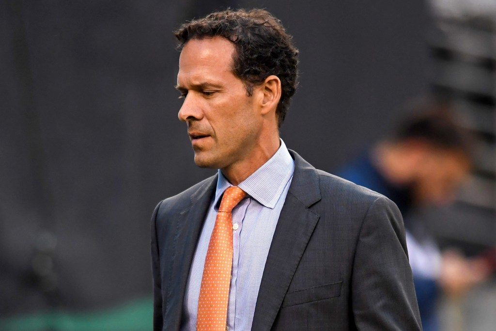 Paul DePodesta won't leave the Browns for team president role with Mets.