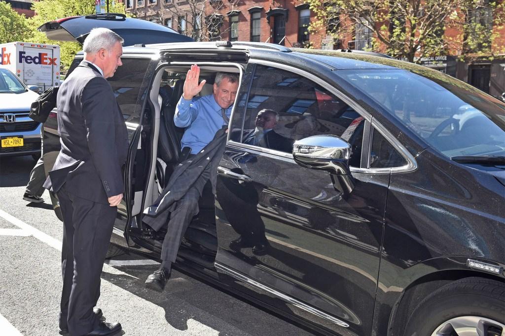 Bill de Blasio getting in van.