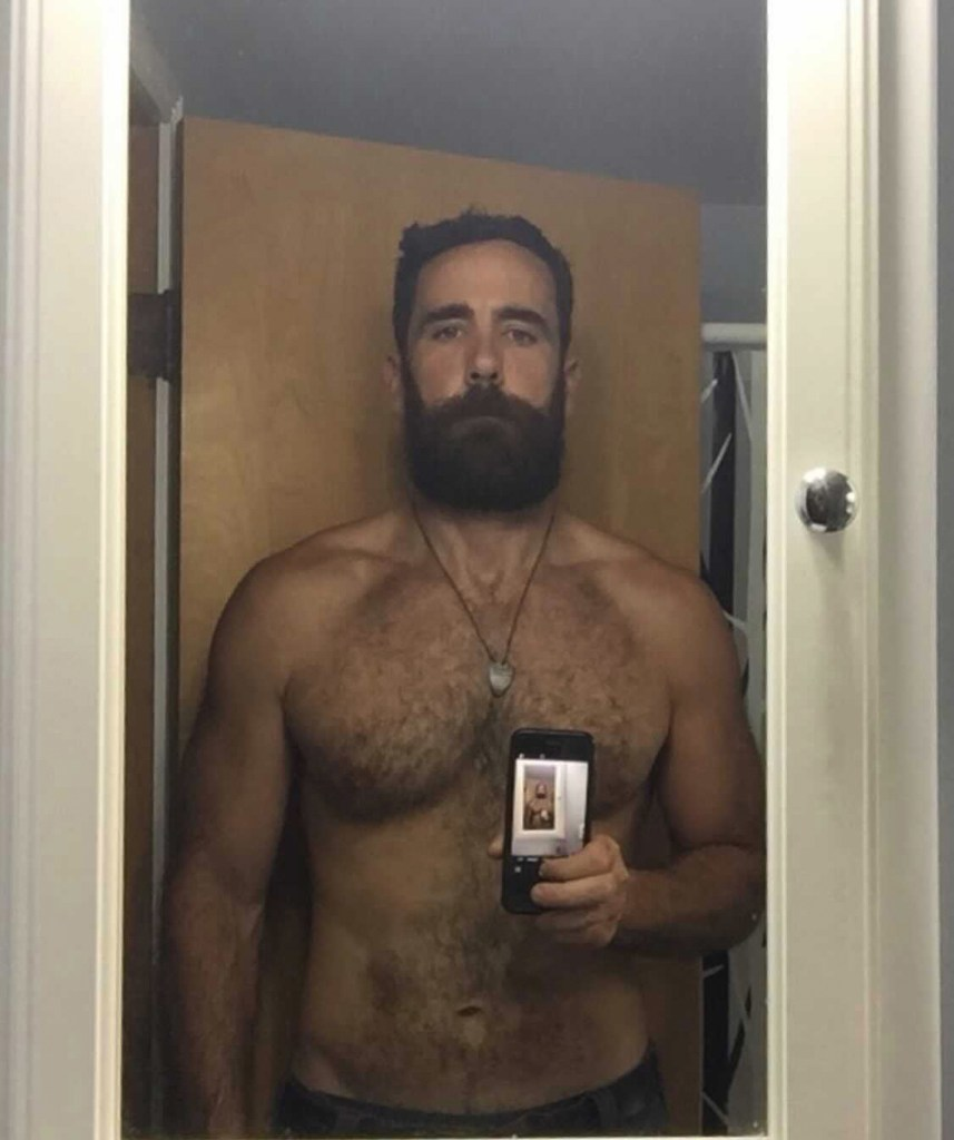Raw meat lover Weston Rowe, 39, poses for a shirtless selfie.