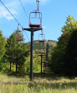Magic-Mountain-Red-Chair