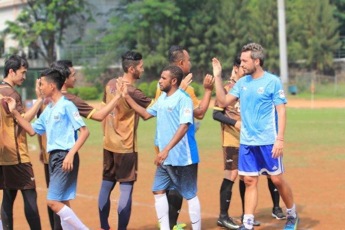 Al-Catraz Vs UniPapua di pertandingan persahabatan football for peace 20/05/17. (NYSN Media)