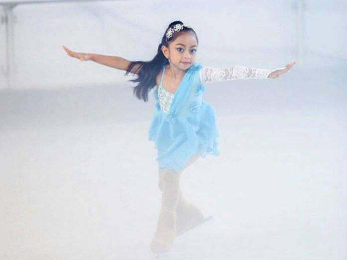 Kinan Saat Berlaga di Lapangan Ice Skating